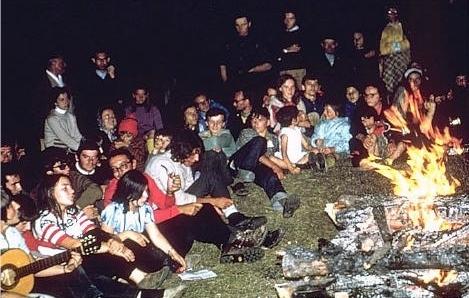 Photo d'un camp parascolaire de la Confédération organisé au Val d'Aoste (période 1969-1972). http://www.paintedlights.com/CPALI/Ch9-FR.PDF
