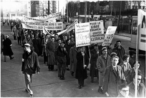 Manifestation pendant la deuxième Guerre scolaire